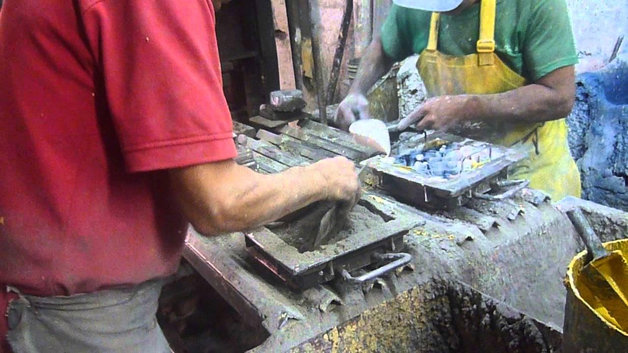 Fabricaci n manual de baldosas de cemento youtube - Baldosas de hormigon para jardin ...