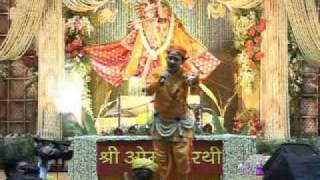 Shri Radhakrishnaji Maharaj singing and dancing on Mithe Ras Se Bhariyo Ri