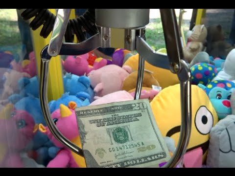 WINNING $20 Bills On The Claw Machine!