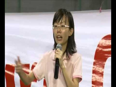 GE2015: Independent candidate Han Hui Hui speaks at her rally in Tiong Bahru, Sep 8