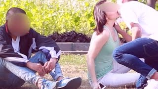 Տղաները փողի դիմաց համաձայնում են, որ անծանոթ երիտասարդը համբուրի իրենց ընկերուհիներին (տեսանյութ)