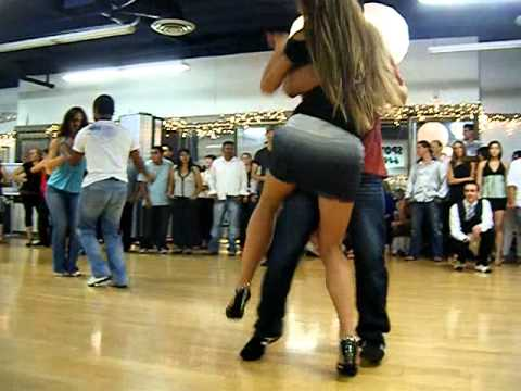 curacao-salsa-tour-2007-learn-to-dance-bachata-on-the-beach.html