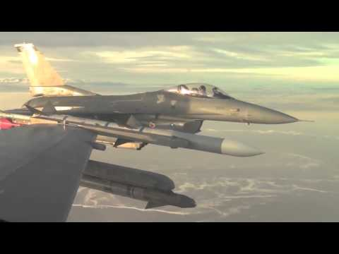 Ф-16 полет боевым звеном.F-16 combat flight link.