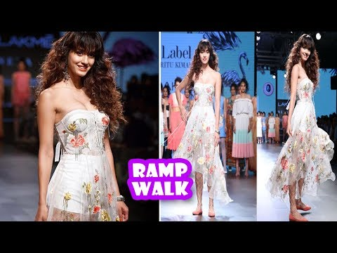 Disha Patani Ramp Walk At Lakme Fashion Week 2017 | Latest Bollywood Movies News 2017