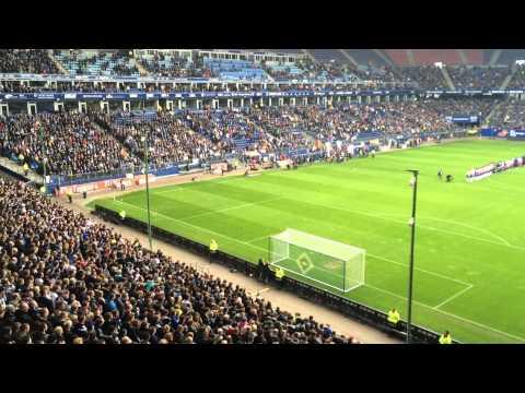 60 Sekunden Ruhe in einem Stadion mit 32000 Zuschauern.