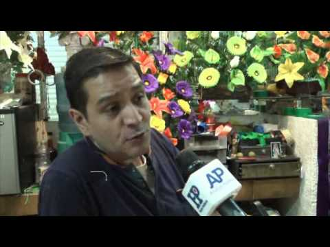 15-10-2014 Turistas asisten al mercado a ver, no a comprar: Locatarios