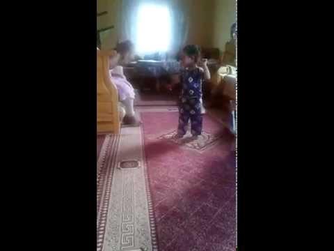 رقص أطفال صغار رقص جميل جدا لطفلة موهبة thumbnail