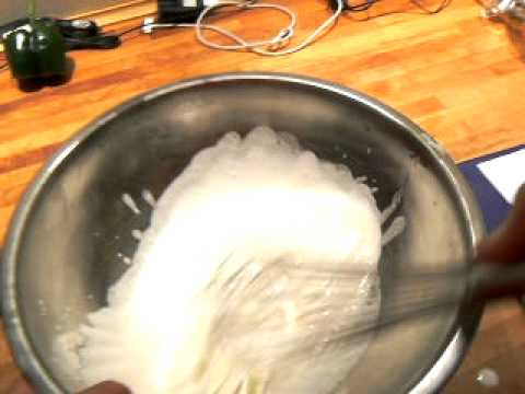 How to make whipped cream with a whisk