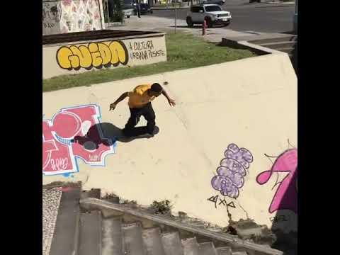This looks too fun @tiagolemoskt 📲: @antoine.asselin 👊🏾   Shralpin Skateboarding