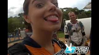 Giovanna Lancellotti salta de paraquedas na Queda Livre Paraquedismo