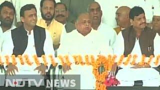 Yadav Unity Show: Father Mulayam Singh Present As Son Akhilesh Yadav Starts Campaign