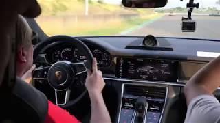 Porsche官方教練在大鵬灣賽道示範Panamera Turbo S E Hybrid Sport Turismo甩尾。