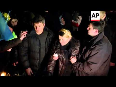 Yulia Tymoshenko pays tribute to those who lost their lives during the protests