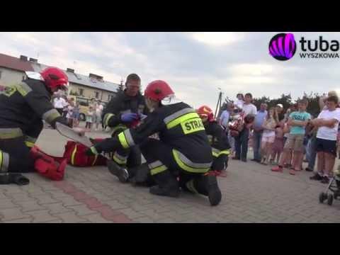 Powiatowy Dzień Strażaka w Długosiodle - pokazowa akcja strażaków z PSP - Wyszkowie