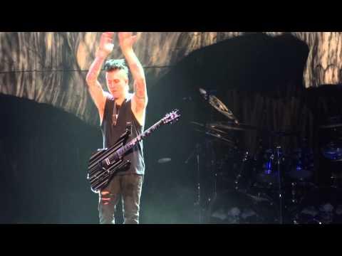 Avenged Sevenfold - Guitar solo / Jam session - Paris Zenith 2013