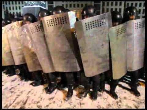 Минск. Спецназ на площади перед парламентом