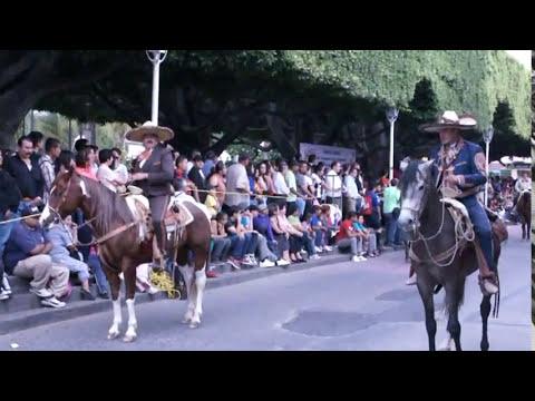 desfile 18 octubre  acambaro 2013 reynas y bastoneras (foto yuli acambaro )