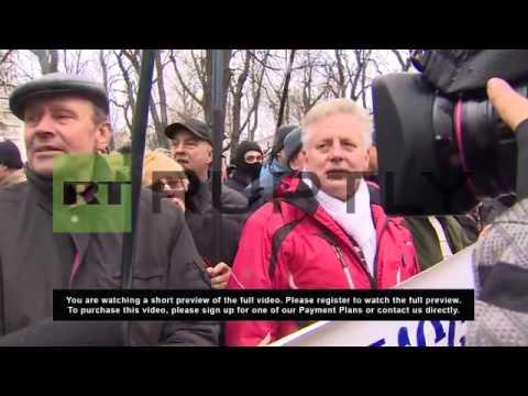 Ukraine: Pro-Russia protesters break police cordon, rally outside Crimean parliament