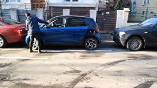 Smart Forfour parking by hand