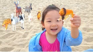 Learn Animals Names Zoo Animal Toy Hidden In Sand Kids Video 소피아의 일상 모래속에서 동물인형찾기하면서 영어공부해요