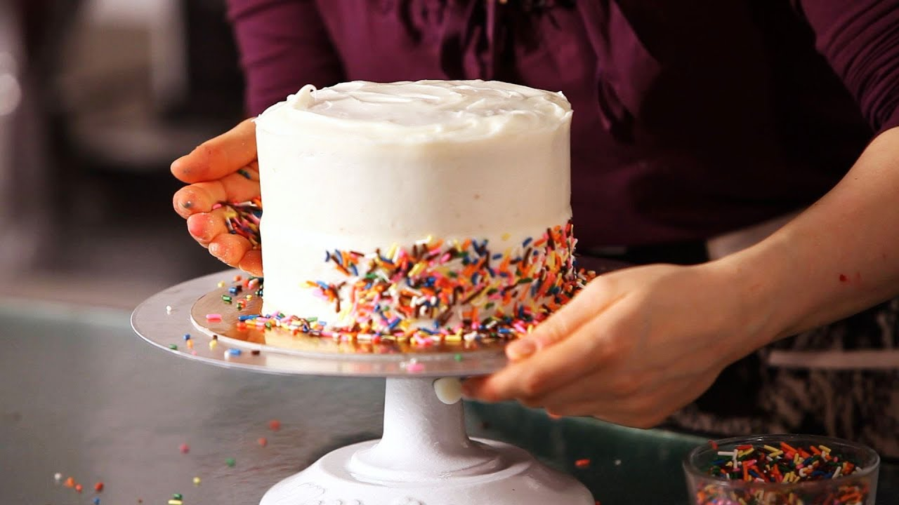 How Decorate Cake At Home : How to Decorate a Cake with Sprinkles Cake Decorating ...