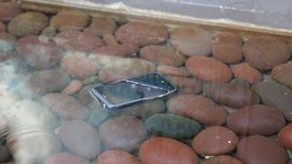 Cómo rescatar un 'smartphone' mojado y eludir que se moje otra vez