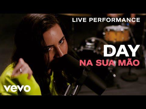 "Day - ""Na Sua Mão"" Live Performance | Vevo"