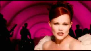Клип Belinda Carlisle - Love In The Key Of C
