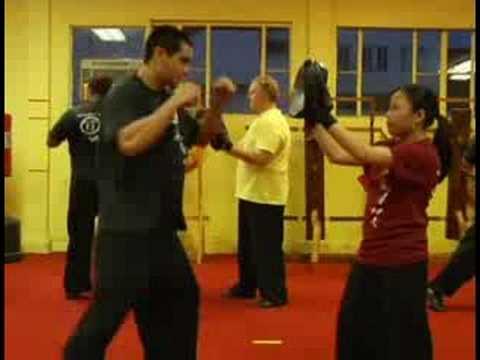 Cardio Kickboxing : Cardio Kickboxing Punch Mitts Image 1