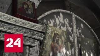 В Киеве радикалы подожгли деревянную церковь - Россия 24
