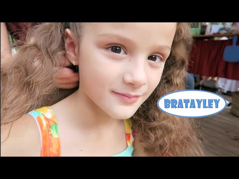 Hair Braiding at the Renaissance Festival (WK 245.5) | Bratayley