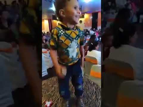 طفل يرقص فى فرح شعبى thumbnail