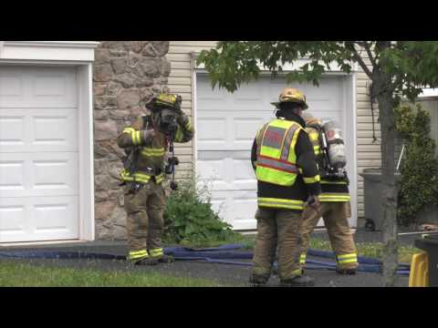 PRE-ARRIVAL: Fire engines arriving to house fire