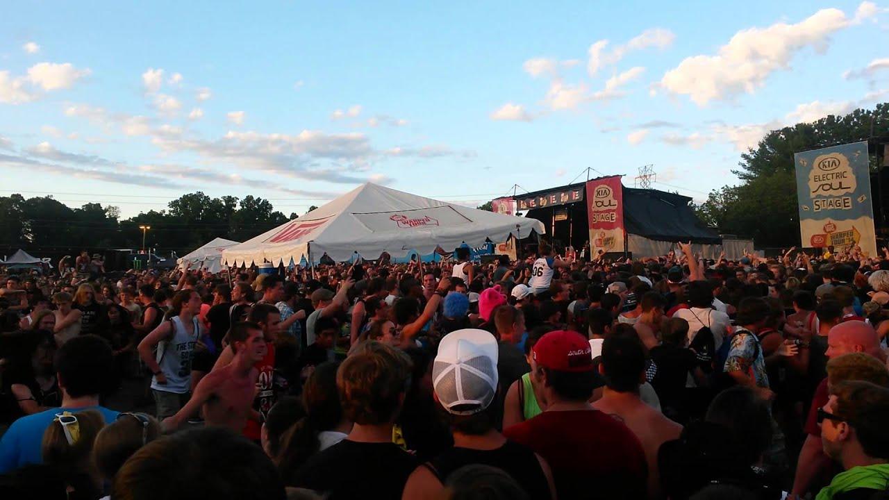 Circle Pit at Charlotte, NC Vans Warped Tour 2014 - YouTube