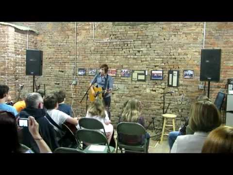 Charlie Worsham performs 'Cut Your Groove' at the Quest Center 051415 (alt video)