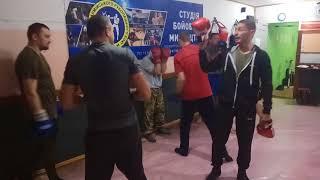 Миксфайтер Киев - защита в боксе - акцент на сведение локтей