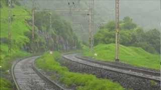 HYDERABAD-MUMBAI CST EXPRESS RATTLES PALASDHARI