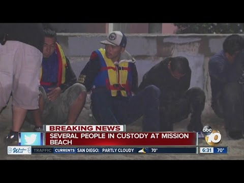 Panga boat washes ashore in Mission Beach, 10 detained