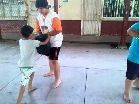 Entrenamiento 2° de karate en ciudad Mante