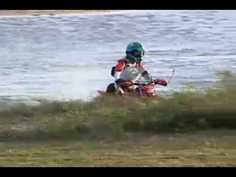 Luciana �vila pratica motocross em belas paisagens no Maranh�o