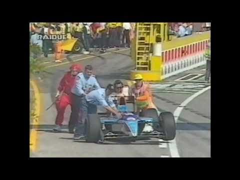 La Minardi di Alboreto perde 1 ruota uscendo dalla pit lane e ferisce 4 meccanici, telecronaca di Mario Poltronieri, Gianfranco Palazzoli e Clay Regazzoni, i...