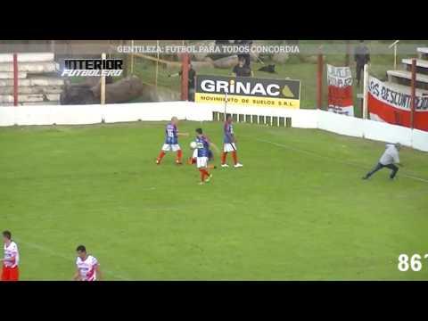 Marcó el gol del empate y desde la tribuna visitante le tiraron un termo por la cabeza