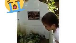 VIRAL Anak Kecil Memanggil Mama Di Kuburan ! Sedih,Terharu (POCUT IDZIL ZAUZILA)