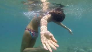 Девушка под водой - красиво!
