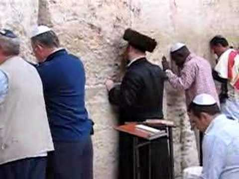 Jews Praying At The Western Wall In Jerusalem YouTube