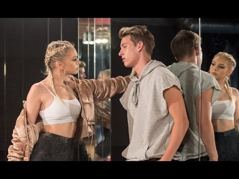 Download Lagu  The Middle by Zedd, Maren Morris, Grey l Cover by Jordyn Jones Mp3 Free