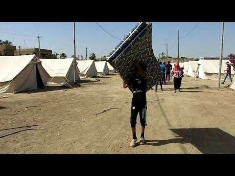 Thousands flee fighting in Iraq's Anbar