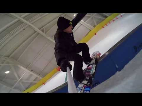 SOCIAL DISTANCE SNOWBOARDING AT AMERICAN DREAM 2020