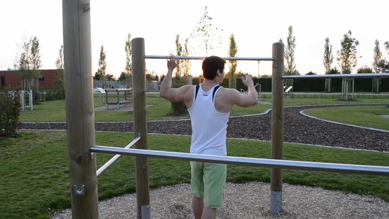 Musculation parc traction nuque barre fixe lats youtube - Construire barre traction exterieur ...