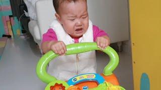 걷는 재미에 푹 빠진 국민이 ♡ 걸음마 보조기로 걷게 된 10개월 아기 일상 영상 | 국민 KUKMIN